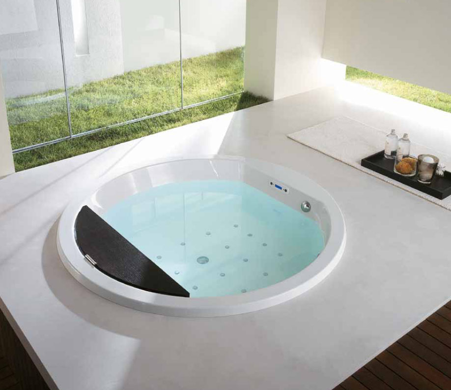 round bathtub and whirlpool